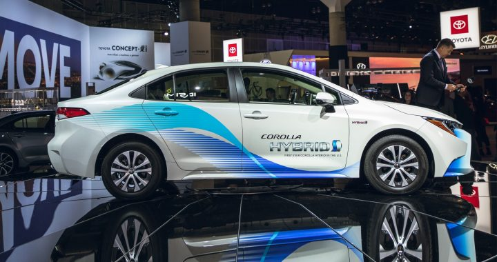 Toyota Corolla Hybrid Sedan 2020