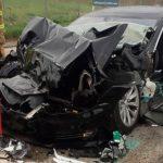 El conductor de Tesla estaba en piloto automático comiendo un bagel cuando se estrelló contra un camión de bomberos