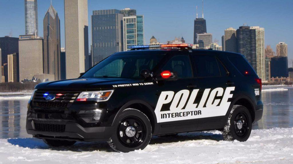 Ford Explorer Police interceptor en el frío de EU