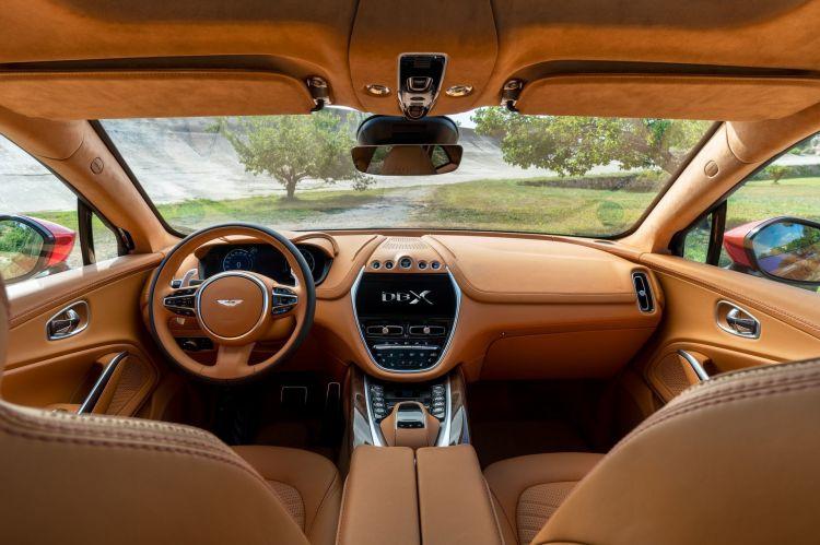 Interior del Aston MArtin DBX 2021